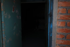 レンガの家入口